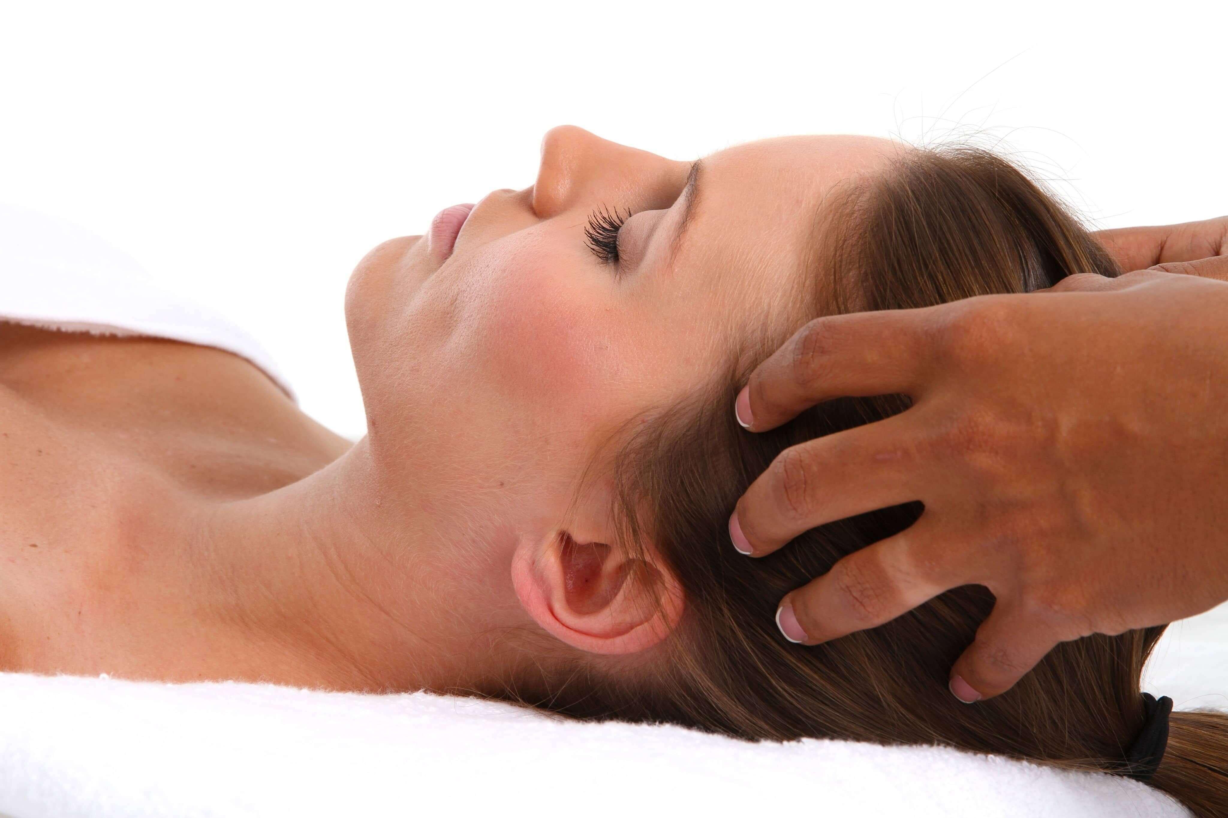 saç masajının saç dökülmesine yararları